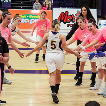 Laurier's basketball teams raise more than $1,000 for Shoot for the Cure